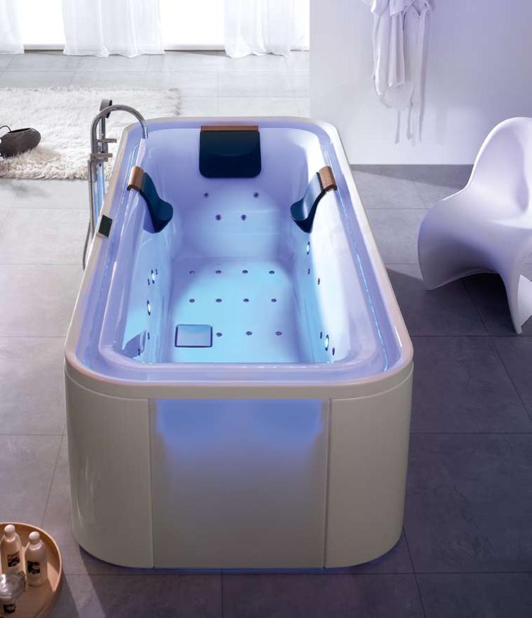 Whirlpool badewanne zum entspannen richter frenzel for Badewanne mit whirlpoolfunktion