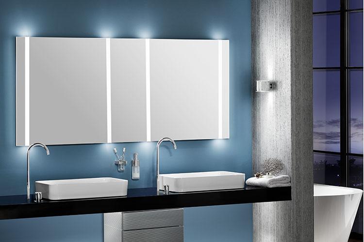 badspiegel mit licht beautiful badspiegel beleuchtung top badspiegel mit steckdose badspiegel. Black Bedroom Furniture Sets. Home Design Ideas